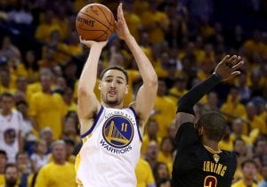 Klay Thompson making a shot